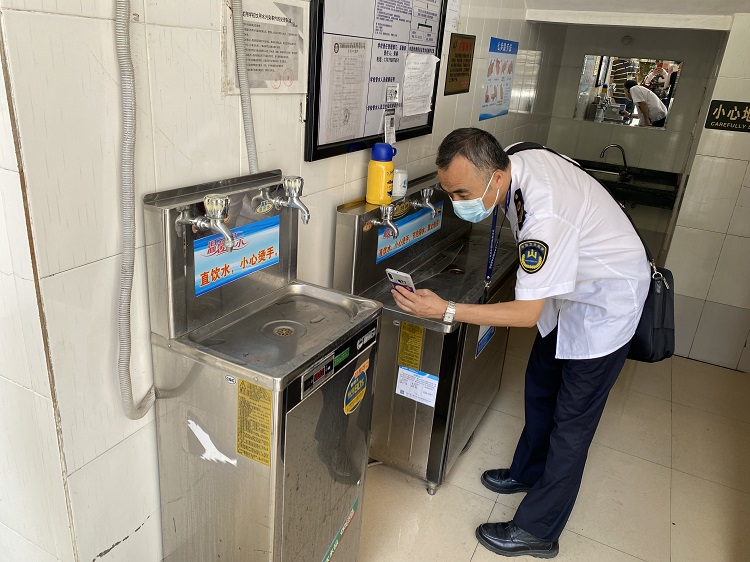 平安校园——南宁市卫生健康委员会督查组到校督查卫生工作